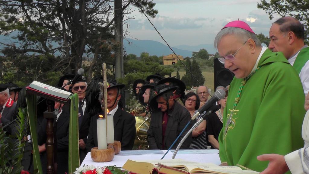 Sambucetole 2015 - benedizione restauro monumento caduti (1)